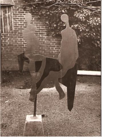 Paard met twee figuren